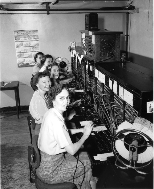 """Telephone operators, 1952"" von Seattle Municipal Archives"